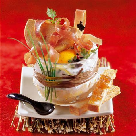 comment cuisiner le foie gras cru recette des oeufs cocotte au jambon cru et au foie gras