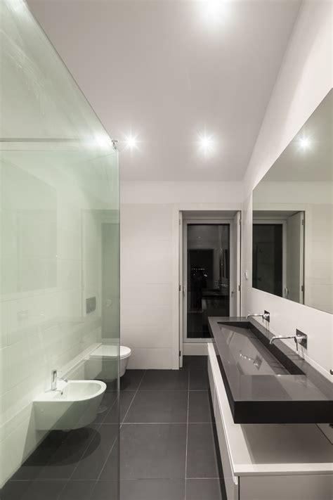 decorar un baño gris specchi da attaccare alle alla porta
