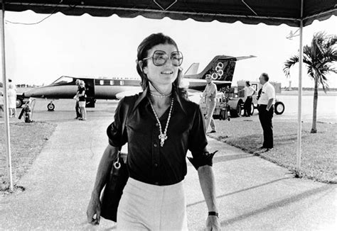 jackie os get jackie kennedy onassis s airport style vogue
