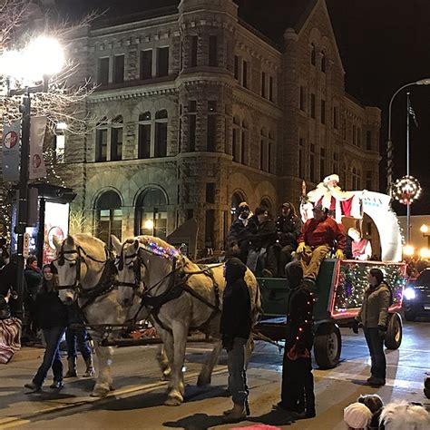 sioux falls parade of lights 2017 sioux falls parade of lights officially opens the
