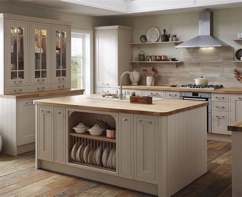howdens kitchen cabinets tewkesbury framed range shaker kitchens howdens joinery