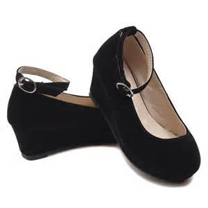 Forever link these black velvet shoes feature a 1 1 2 quot platform heel