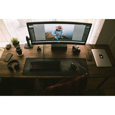 Small Desk Setup 25 Best Ideas About Computer Setup On Pinterest Gaming Setup Pc Setup And Gaming Desk