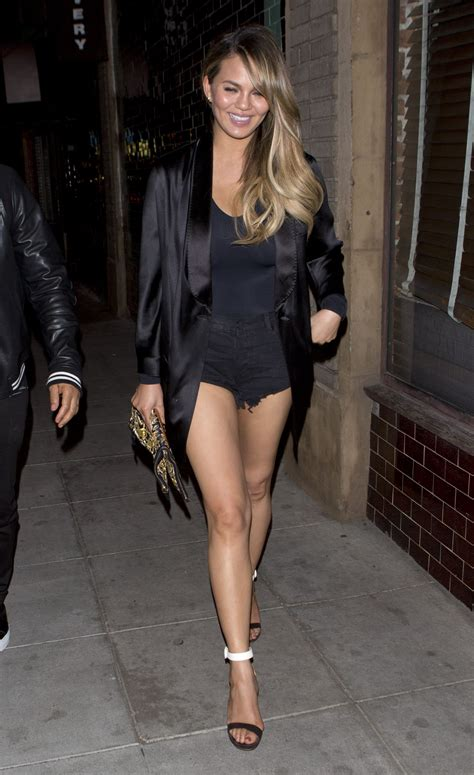 chrissy teigen night out style at jones bar amp restaurant