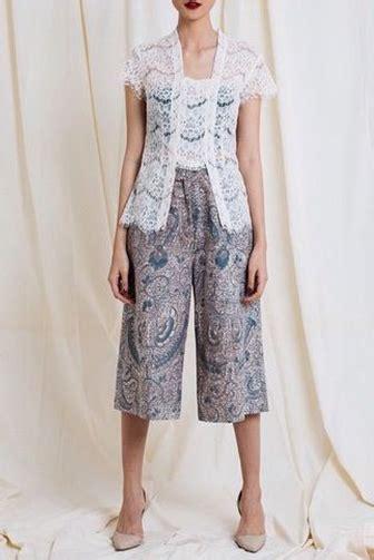 Kain Lurik Hitam Gold By Alleya meski pakai celana kamu tetap bisa gaya dengan 10 model ini