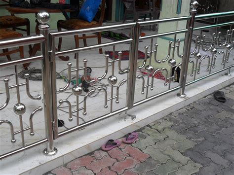 Balcony Steel Railing Designs Pictures