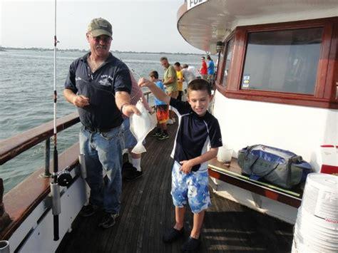captain rod fishing boat captree the1st mate dan is also a captain dan onhooks a fluke