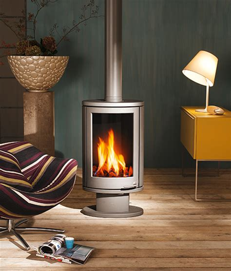 Can U Burn Wood In A Gas Fireplace by Solea Compact Rotating Stove Burn Wood Or Gas From Wanders