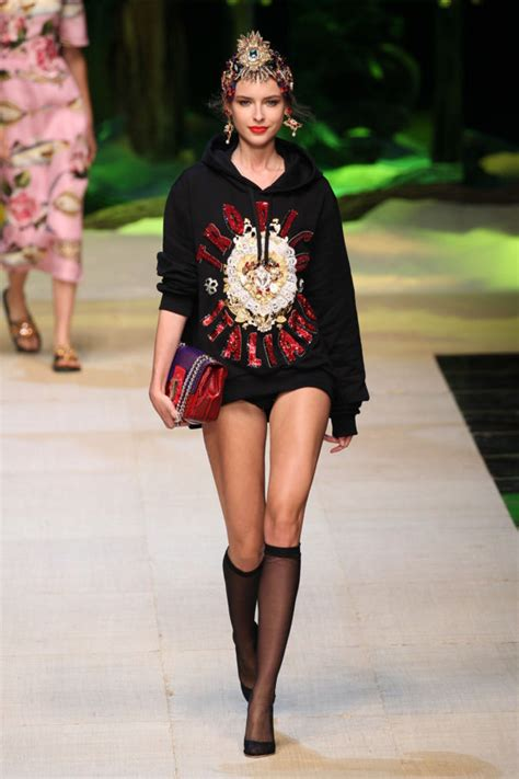 Catwalk To Carpet Alba In Dolce Gabbana by Dolce Gabbana S Milan Show Proves Italians How To