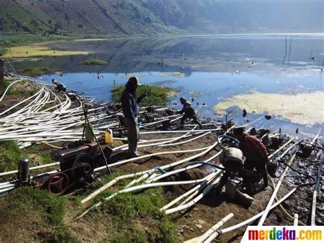 Mesin Sedot Air foto kekeringan petani kentang dieng sedot air telaga