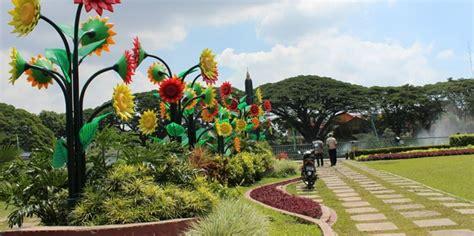 Blender Di Hartono Malang banyak bunga plastik di taman tugu jargon malang kota