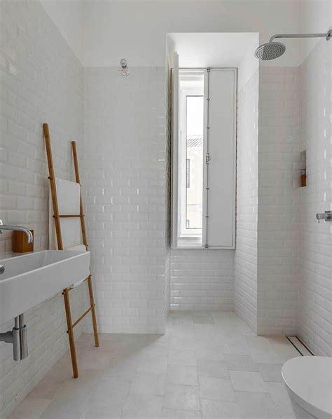 piastrelle nere per bagno 17 migliori idee su bagni in piastrelle bianche su