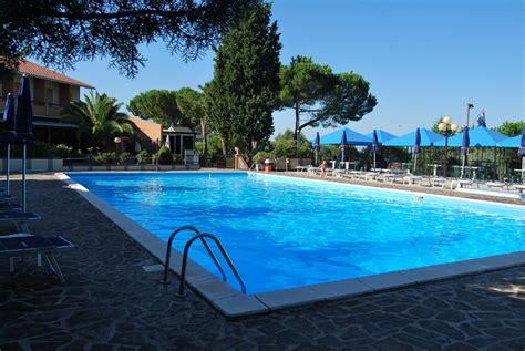 hotel il gabbiano villaggio hotel al lago trasimeno piscina trasimeno in