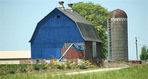 scheune gemalt culver s blue barn reveal in southern minnesota