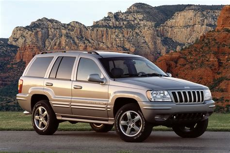 jeep cherokee fire nhtsa investigates jeep grand cherokee over possible fuel