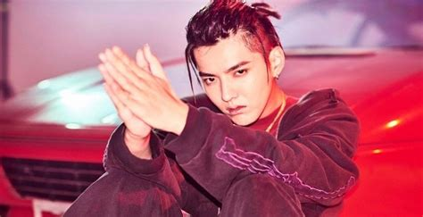 kris biography exo kris wu bio facts family life of chinese canadian actor