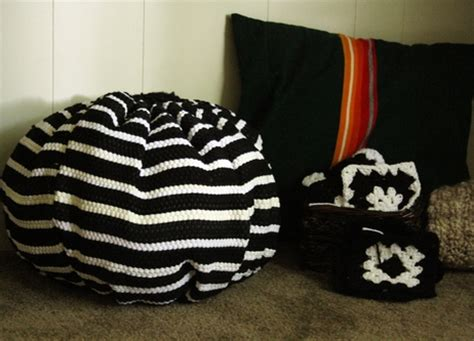 dollar store rugs make a pouf from throw rugs 187 dollar store crafts