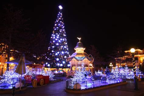 when dies disneyland paris decorate for christmas decorations disneyland 2017 www indiepedia org