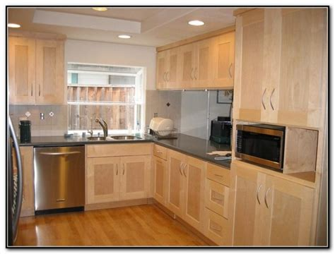 maple finish kitchen cabinets natural finish maple kitchen cabinets cabinet home decorating ideas wkebdgpljn