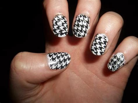 Goldene Nägel by 50 Black And White Nail Designs