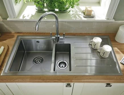howdens kitchen sinks lamona windermere 1 5 bowl sink stainless steel kitchen
