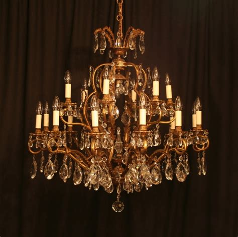 Antique Chandeliers A Large Italian 19 Light Antique Chandelier 244354