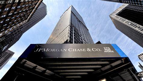 jp bank jpmorgan q1 earnings fall on banking woes but top