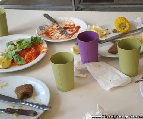 imagenes gratis comida mesa platos vasos y desechos alimentos en comedor