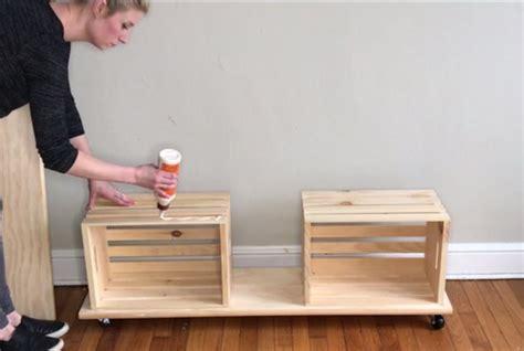 easy crate diy bench  wheels   diy storage bench