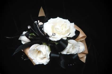 Rosse Flowerist Dress White Spray On Black And Satin Ribbon Corsage