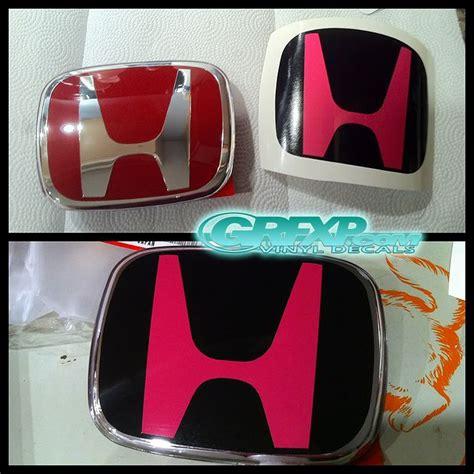 jdm subaru emblem pink jdm subaru emblems and black vinyl wraps honda