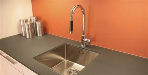 glazen werkblad keuken werkbladen glazz interiors gehard glas voor keuken en