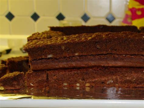 zuckerguss auf warmen oder kalten kuchen so erhaltet ihr die grundform der burg und gleichzeitig
