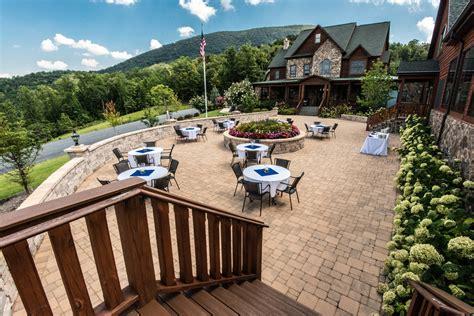 House Mountain Inn Wedding by Wedding Venue Brandon Dewey Photography