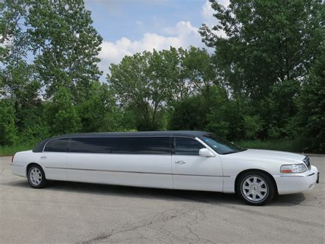 Stretch Limousine Car by Lincoln Town Car Stretch Limousine 10 Passenger