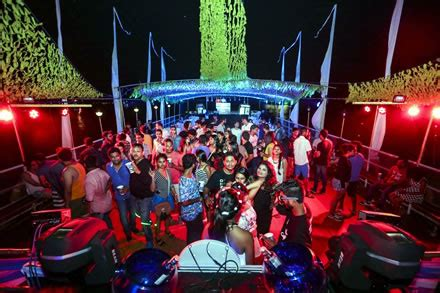 boat rides in miami at night party boat night www pixshark images galleries