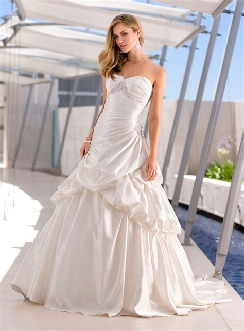 Inexpensive Wedding Gowns by 14 Cheap Wedding Dresses 100 Getfashionideas