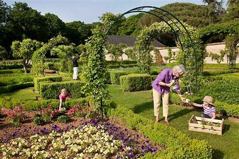 Living Gardens by Home Gardening Ideas Country Living Gardens Www