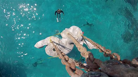 delmare 60 floor l una enorme escultura submarina sostiene la superficie