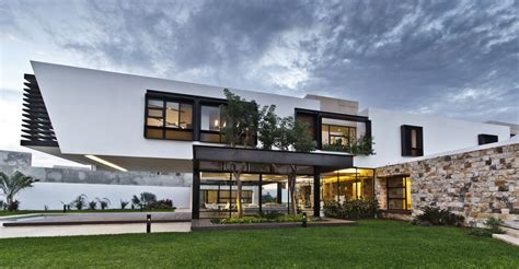 indoor outdoor house cantilevered home shaping indoor outdoor lifestyle