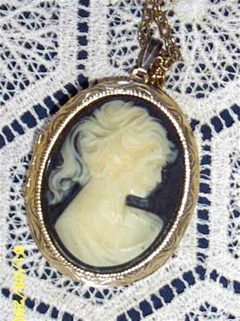 vintagecameo locket necklace  gold link chainblack