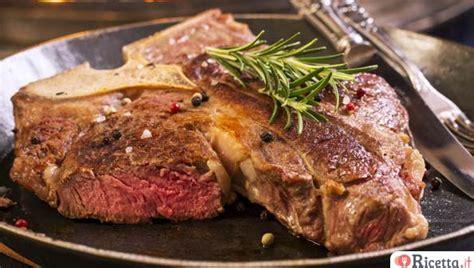 come cucinare una bistecca di manzo come cucinare la bistecca alla fiorentina ricetta it