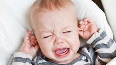 schreien im schlaf schreien lassen oder nicht babywelten ch