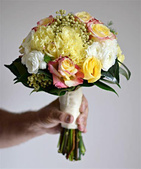 mazzo fiori sposa immagini fiore petalo mazzo rosa giallo nozze