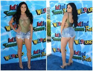 Ariel Winter Bares Her Cleavage And » Home Design 2017