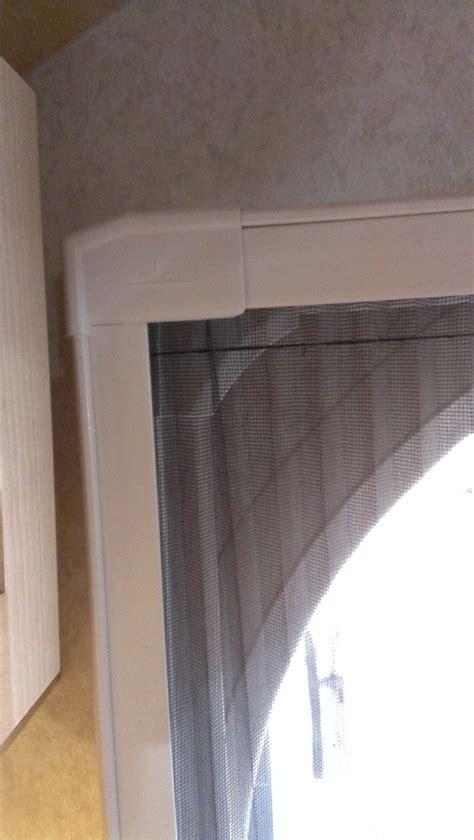 clanche de porte moustiquaire