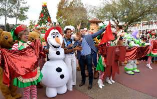 behind the scenes at disney parks frozen christmas