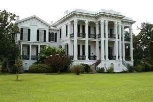 plantation homes for plantation style homes oak alley plantation 171 she him