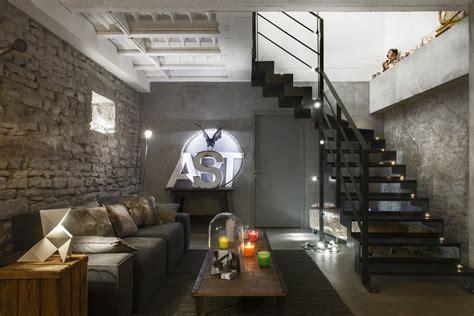 Salon Style Urbain by Une Ancienne Ferme Restaur 233 E En Loft Industriel Maison