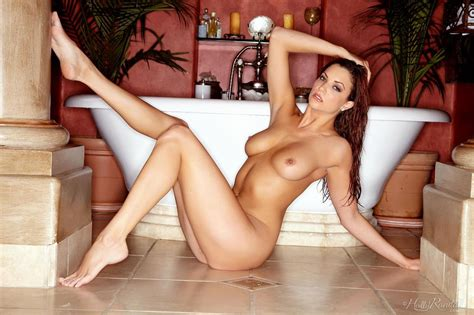 Beautiful Redhead Jayden Cole Shows Off Her Nude Body In